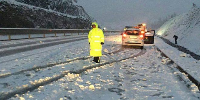 Ministri Lekaj: Të gjitha rrugët e kalueshme, por kërkohet kujdes